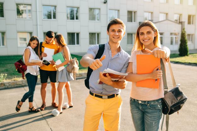 Angol nyelvoktatás középiskolásoknak